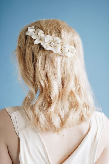 Smooth waves and floral accessory
