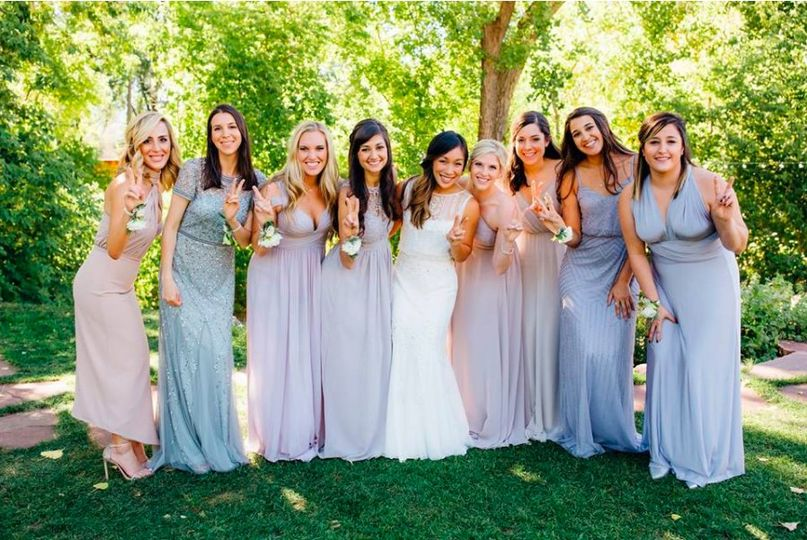 Bridesmaids in pastels - Wise Artistry