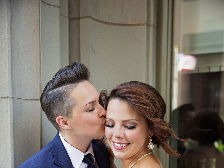 Tmx 1530216386 A4c7e31ef06f7af9 1530216383 876ebdede44d35ca 1530216352836 3 Dara Sneak 3 Tulsa, OK wedding videography