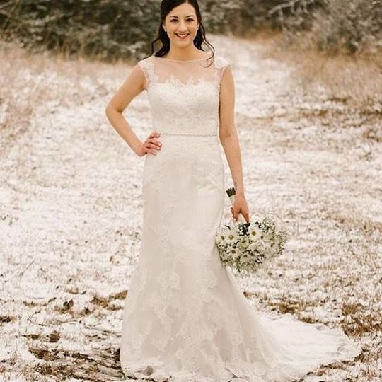Bride in a sleeveless lace dress
