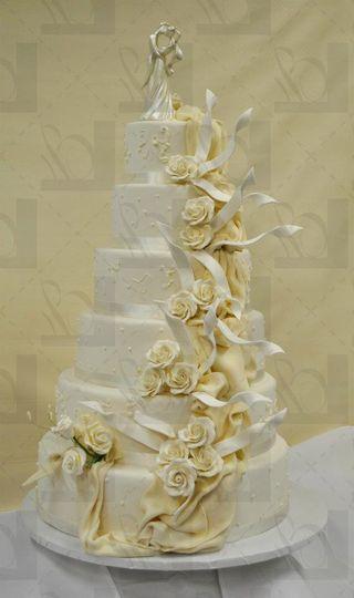 Creamy colored cake