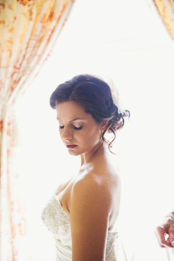 Bride's hairdo and makeup