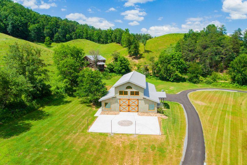 4 Points Farm - Venue - Sevierville, TN - WeddingWire