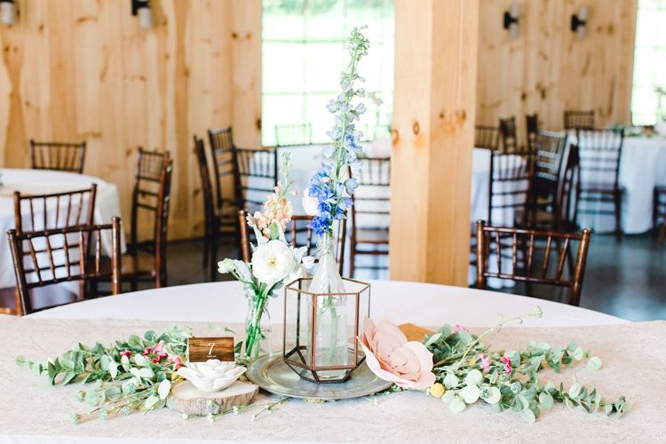 Tables, chairs + linens