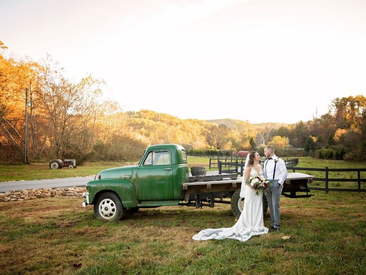 Tmx Couple Truck Perfect Light 51 950927 158393494190983 Gatlinburg, TN wedding venue