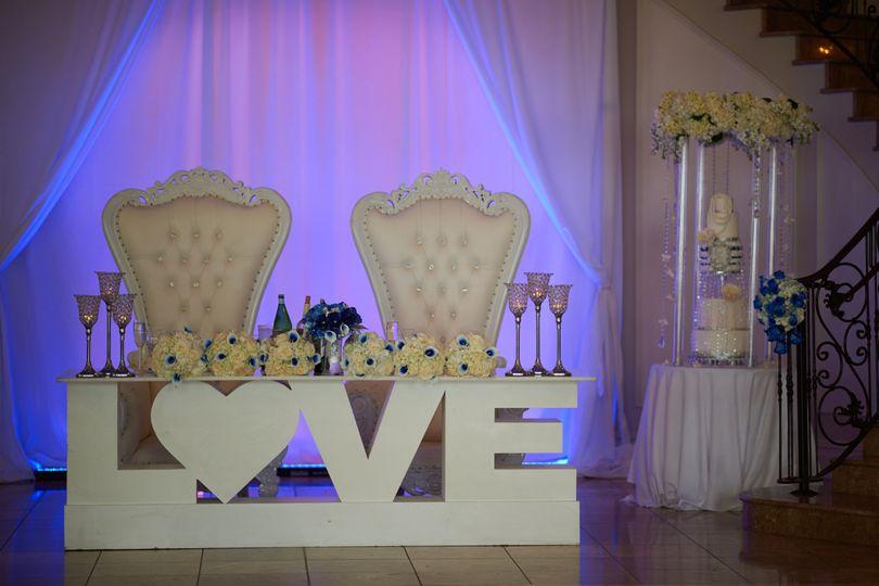 Creamy weddings | Veils & Cufflinks Photography
