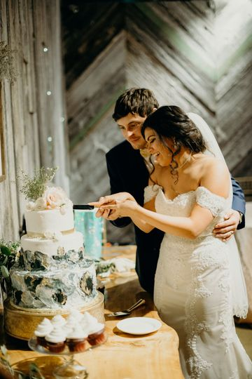 Cake cutting | The Billings Photography