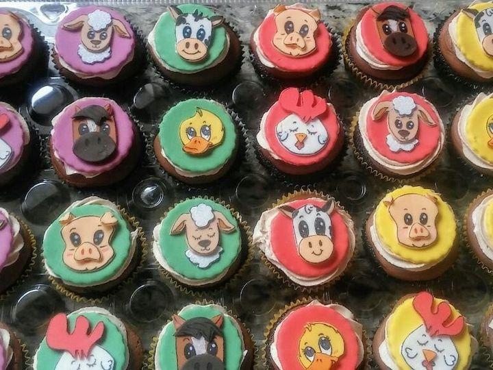 Tmx Farm Animals Baby Shower Cupcakes 51 1901037 158032526519610 Brooklyn, NY wedding cake