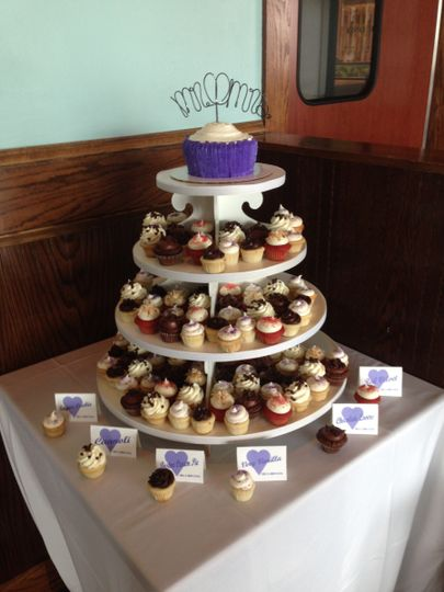 Table cards and cupcakes