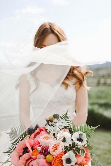 Colorful cle elum wedding