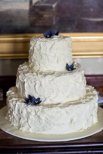 White wedding cake with touches of blue | Danielle Lefebvre Photography