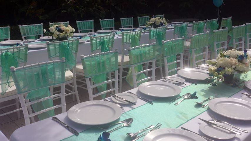 Green table and chair decor