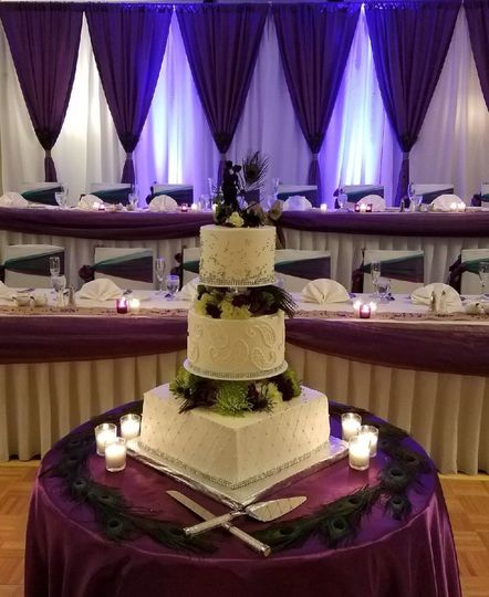 Wedding cake and traditional head table