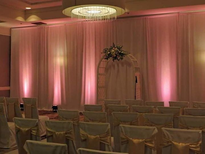 Tmx 1537390647 8a66e50965dbfe22 1537390647 B9ea9c98458fde44 1537390645207 3 Indoor Ceremony Livonia, MI wedding venue