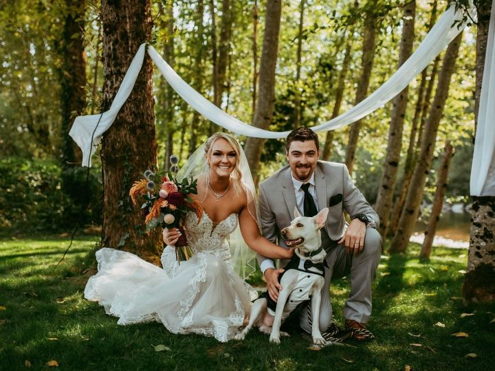 Tmx Hi Rez Couple With Dog 51 1985137 159995610023951 North Bend, WA wedding venue
