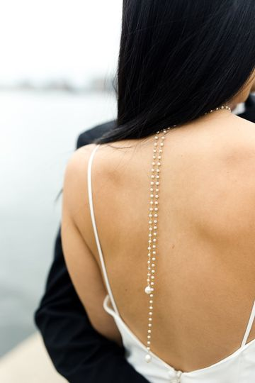 Pearl back drop necklace