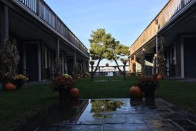 Vineyard Harbor Motel