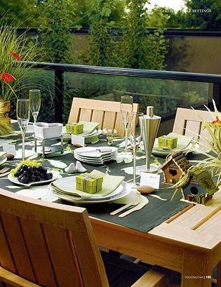 Outdoor Green Tablesetting