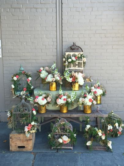 Mixed centerpieces add ivisual interest to any reception