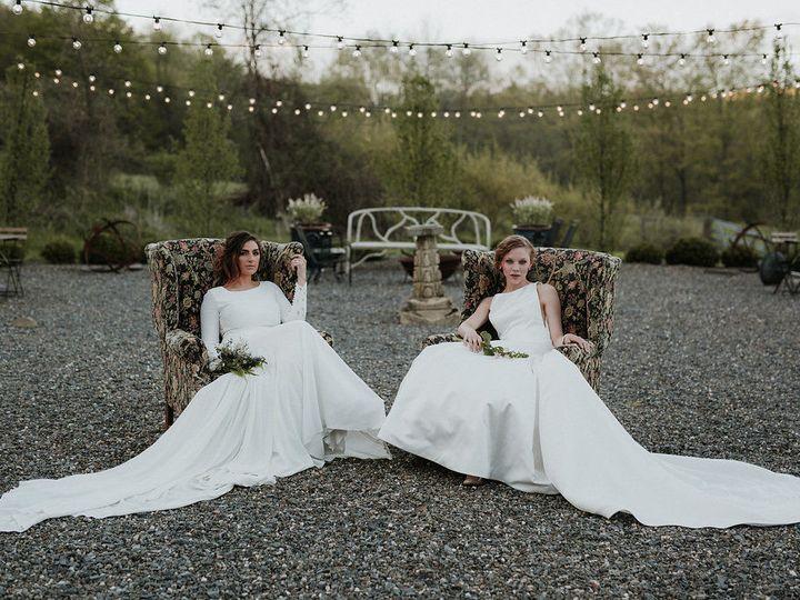 Tmx 1531857392 431b68955859ab3c 1531857391 C795f60cc4730842 1531857388446 5 Mdfarm Westerlo Ny Troy, NY wedding dress