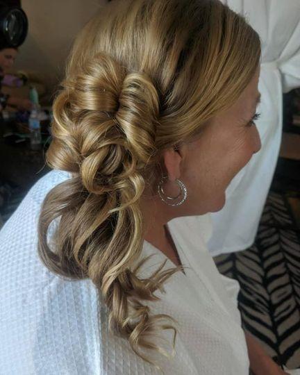 Side half-up hairdo