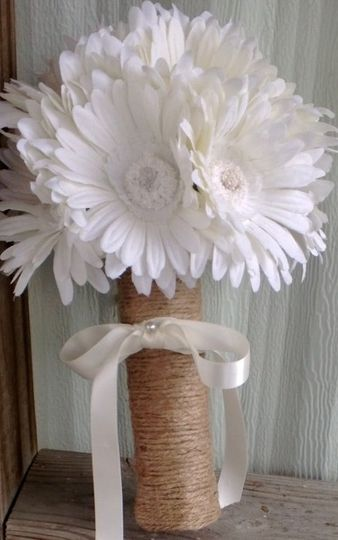 1 7in round Daisy Bridal Bouquet with 9 realistic quality cream daisies, wrapped in natural twine...
