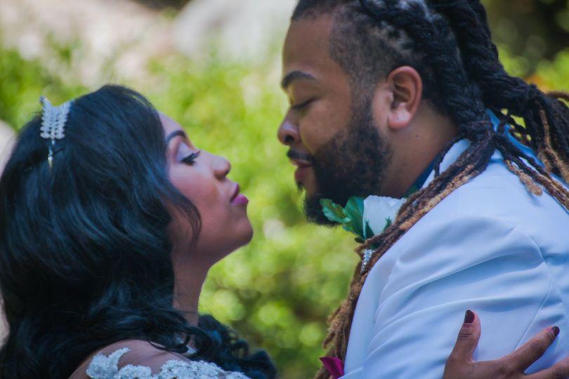 Newlyweds kiss - Epic Visuals
