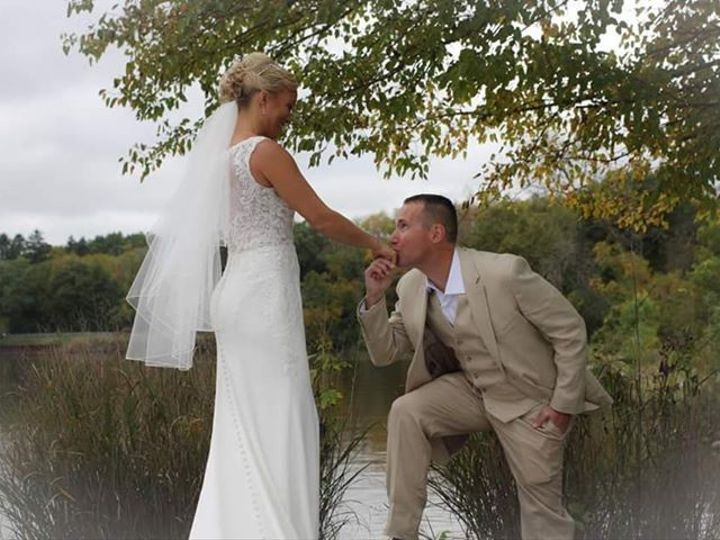Tmx Breanne Miller Couple On Rocks She Sent 51 2437 158376648114899 Ingleside, IL wedding venue