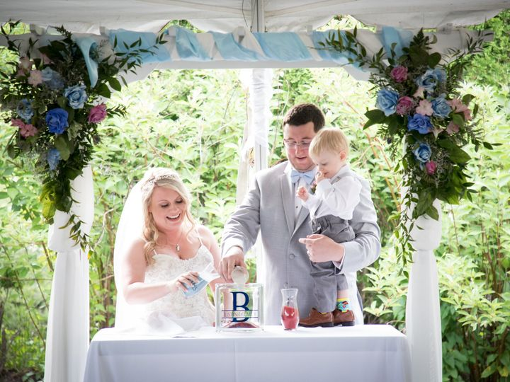 Tmx Couple Under Arch With Little Guy Laura 51 2437 Ingleside, IL wedding venue