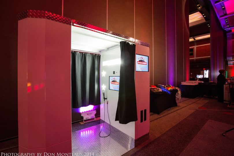 Astro Entertainment has 3 types of photo booths:  Stand Up, traditional sit-down and the King-sized...