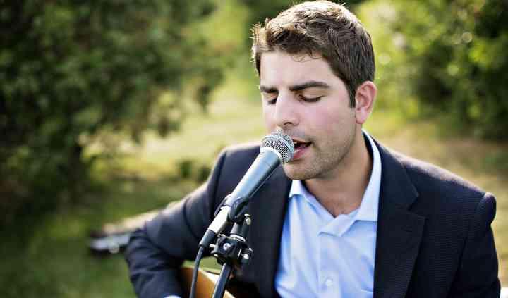 AJ Edwards : Singer. Acoustic Guitarist.