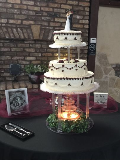 Tiered buttercream & fountain