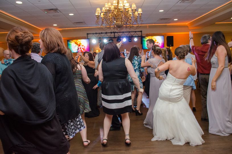 Packed dance floor | Photo Credit Hannah Rose Photography