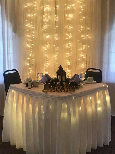 Sweatheart table with lighting