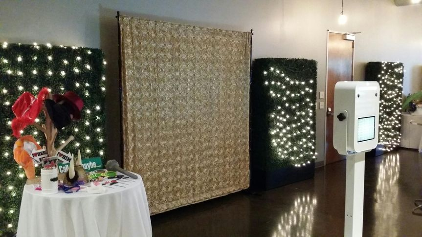 iClick Booth (open booth) - a modern 'open air' look with your choice of backdrop or order a...