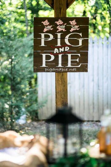 fd059e23a34bb0e8 1527022912 c68273046d2913a2 1527022910764 1 pig and pie sign