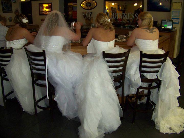 brides at bar 51 1070637 1559870616