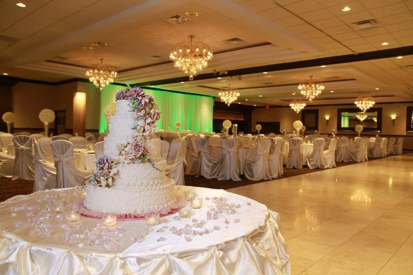 Cake at the head of the banquet hall