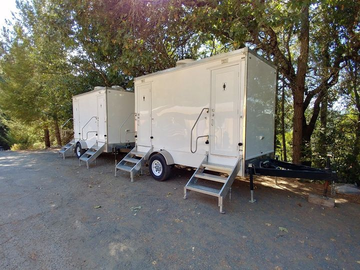 Tmx Luxury 2 Stall Portable Flushing Restroom Trailer Exteriors Fancyflush Luxuryrestroomtrailer 2 51 722737 158327982585886 Santa Rosa, CA wedding rental