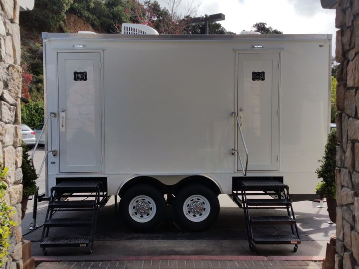 Tmx Luxury 5 Stall Portable Flushing Restroom Trailer Exteriors Fancyflush Luxuryrestroomtrailer 9 51 722737 158327983156947 Santa Rosa, CA wedding rental