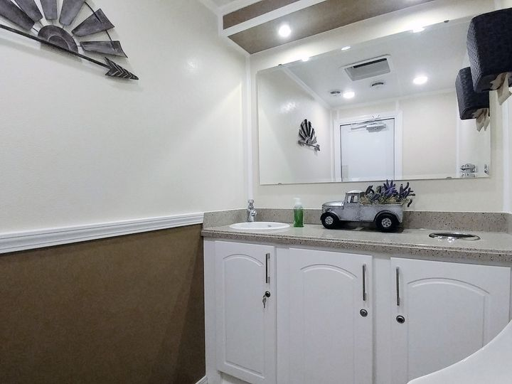 Tmx Luxury Flushing Restroom Trailer Interior Fancyflush Luxuryrestroomtrailer 6 51 722737 158327983385872 Santa Rosa, CA wedding rental