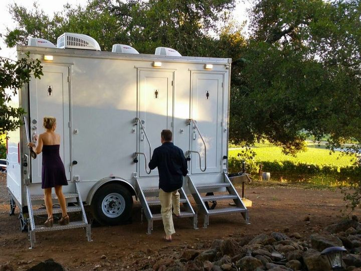 Tmx Luxury Flushing Restroom Trailer Outside In A Vineyard In Sonoma Fancyflush Luxuryrestroomtrailer 1 51 722737 158327984983611 Santa Rosa, CA wedding rental