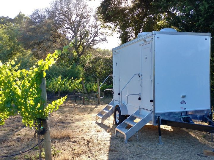 Tmx Luxury Portable Flushing Restroom Trailer Exterior Vineyard Fancyflush Luxuryrestroomtrailer 51 722737 158327984786388 Santa Rosa, CA wedding rental
