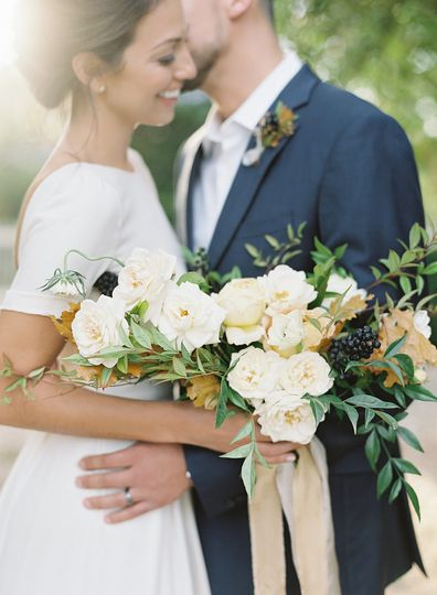 Long bouquet of white flowers