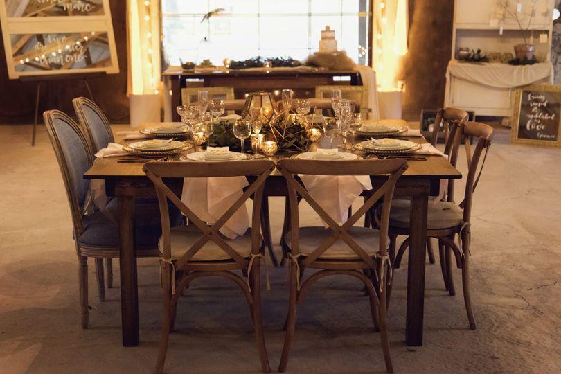 Rustic head table | Redandfawn.com