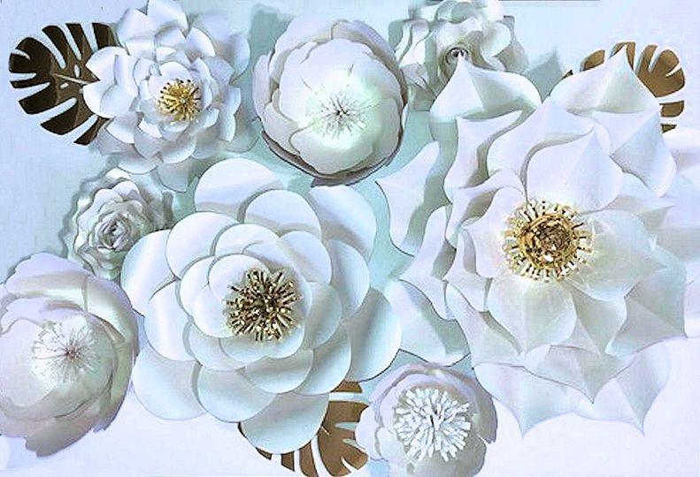 Paper flowers for wall decor