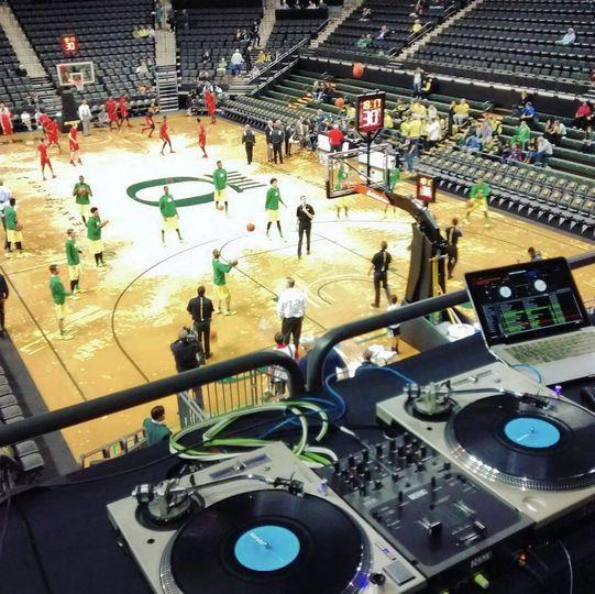 UO Men's Basketball 2017 DJ