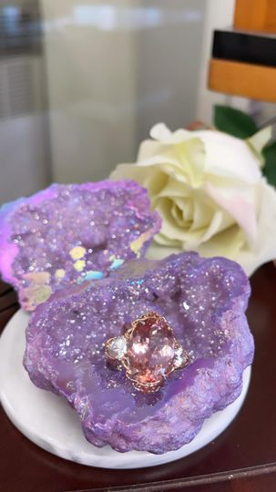 Lilac Geode ring box