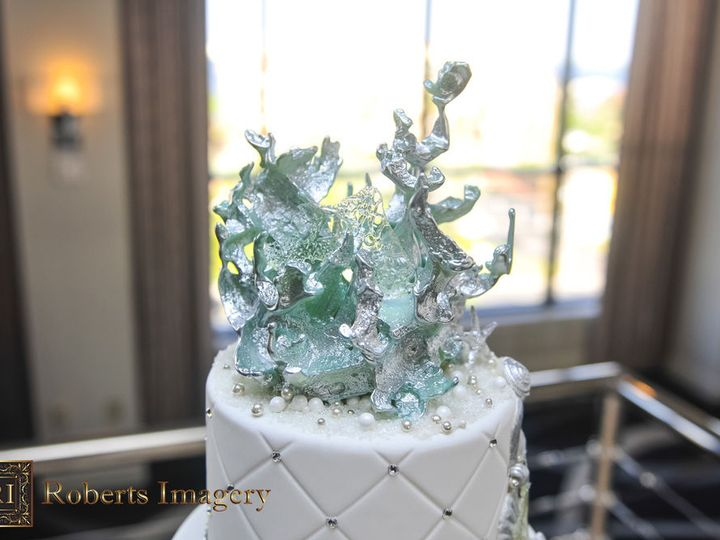 Tmx 1516737571 84e48b957158fe4d 1516737570 Ea4deb6fb3dd2bca 1516737518863 13 Cascading Shells  Saint Petersburg, Florida wedding cake