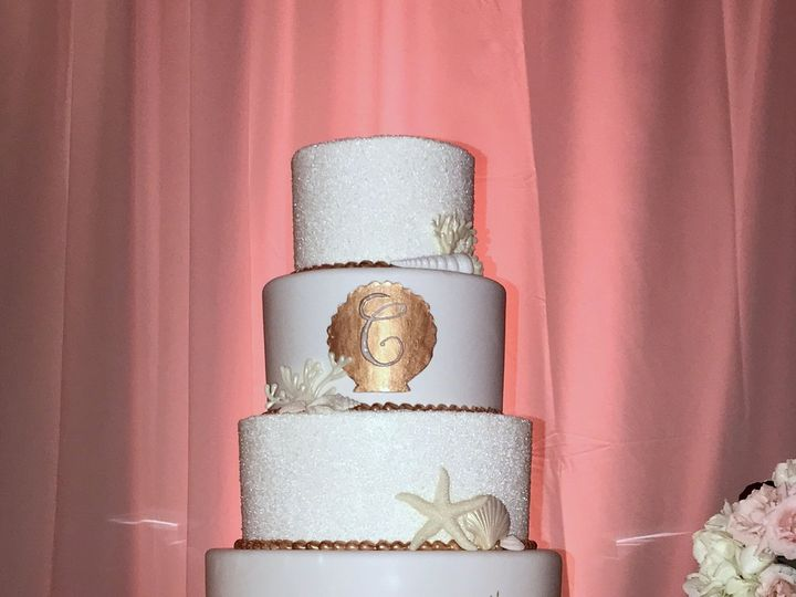 Tmx 1516737642 0cbc3e4da61affa2 1516737638 46f82f5b20659c67 1516737518974 40 Rose Gold And Whi Saint Petersburg, Florida wedding cake